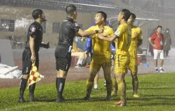Trưởng Ban trọng tài VFF thừa nhận có vấn đề khó giải thích với CLB Nam Định