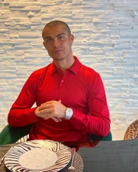 Bị virus Corona kèm chặt, Ronaldo lỡ dịp chạm trán Messi
