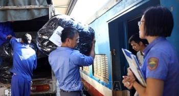 Đường sắt công bố đường dây nóng vận chuyển miễn phí hàng cứu trợ
