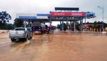 """Đồng ý """"xả trạm"""" BOT trên quốc lộ 1 qua Quảng Trị để khắc phục hậu quả mưa lũ"""