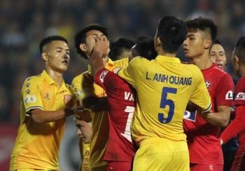 Tấn công cầu thủ đối phương, trung vệ U22 Việt Nam bị treo giò