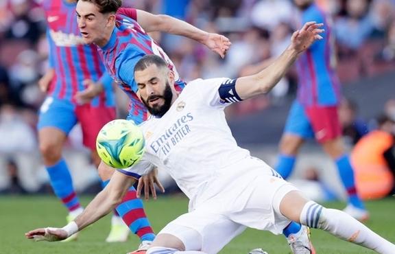 Quật ngã Barca, Real Madrid chiếm ngôi đầu La Liga