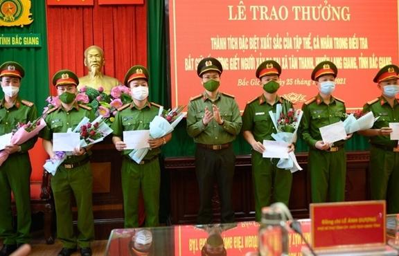 Khen thưởng tập thể, cá nhân phá vụ án nghịch tử giết bố mẹ, em gái ở Bắc Giang