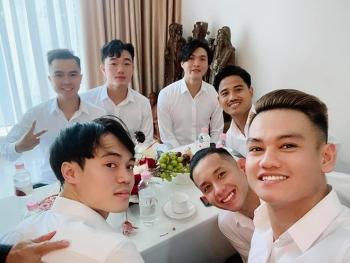Đội bạn thân Xuân Trường, Tuấn Anh, Văn Toàn... phấn khởi bê tráp cho Công Phượng