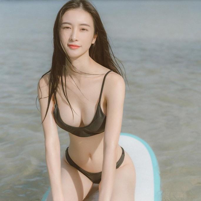 sao viet gay bong mat voi bikini