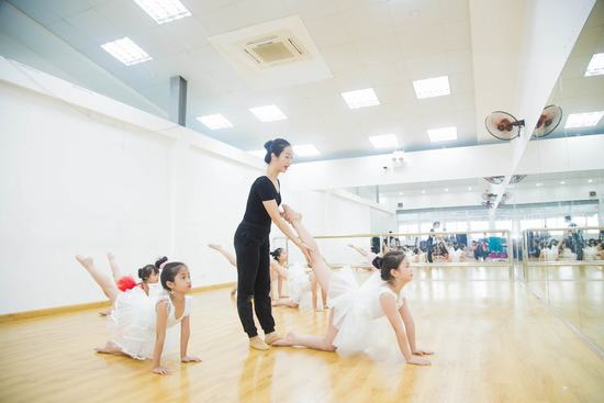 kham pha lop hoc mua ballet co dien cua nhung em nho giua thu do