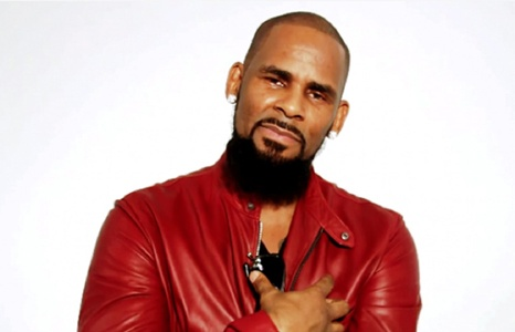 r kelly bi canh sat kham xet sau to cao lam dung tinh duc