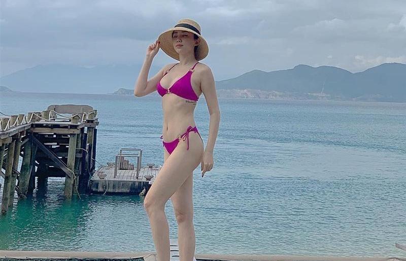dien bikini goi cam toc tien bao anh uon eo pho dien hinh the chieu dai thi luc nguoi nhin