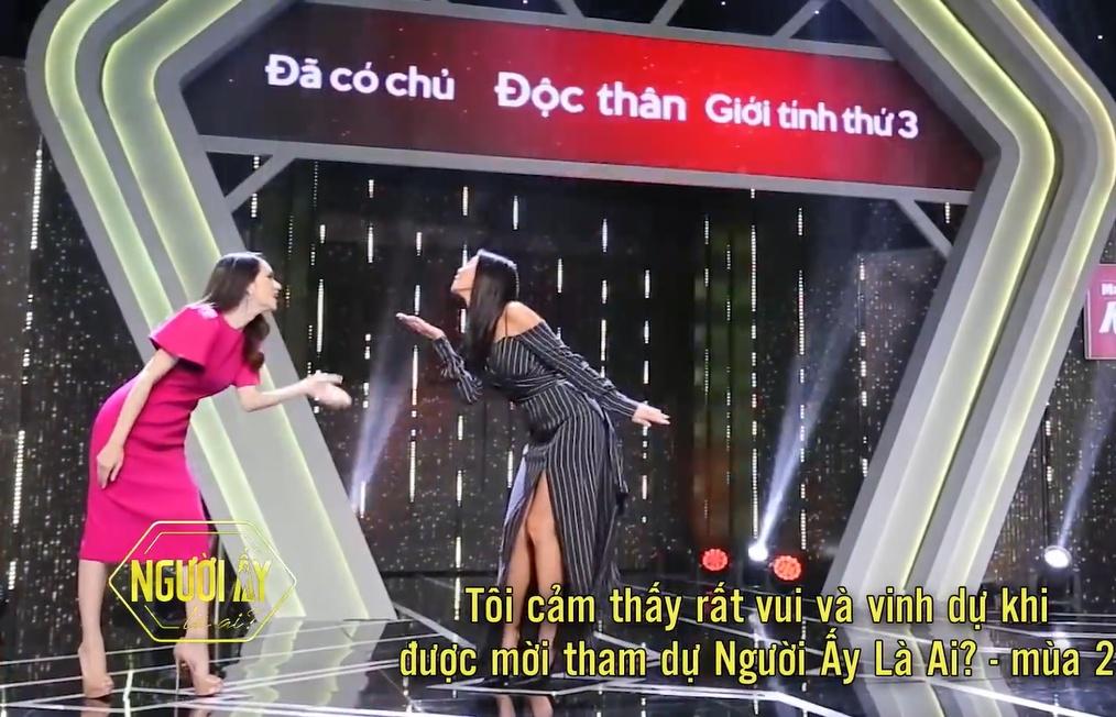 ngay cang lay loi huong giang tuyen bo hoa hau het nhiem ky la vay do