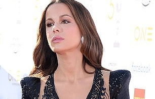 my nhan kate beckinsale mac tao bao tren tham do
