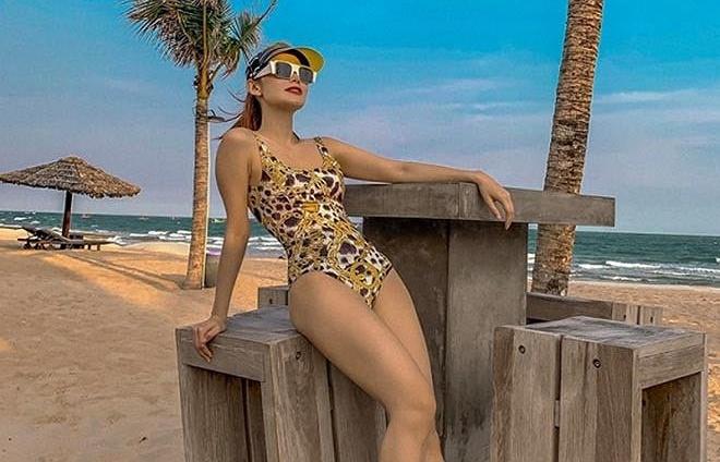 dang anh bikini cho bang chi bang em minh hang khoe dang nuot chan dai