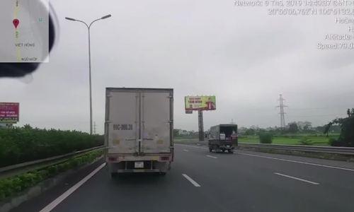khong nhuong duong cho xe uu tien tai xe bi phat 25 trieu dong