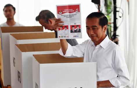 indonesia tong thong joko widodo tai dac cu doi thu doa cham ngoi bieu tinh