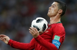 hlv hierro nga mu khi ronaldo lap hattrick dau tien tai world cup 2018
