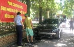 Nữ tài xế Mercedes tông cụ bà gãy chân: 'Không bỏ chạy'