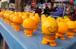 thu nhun lo xo emoji tran ngap sai gon va nhung loi don tam linh tren mang