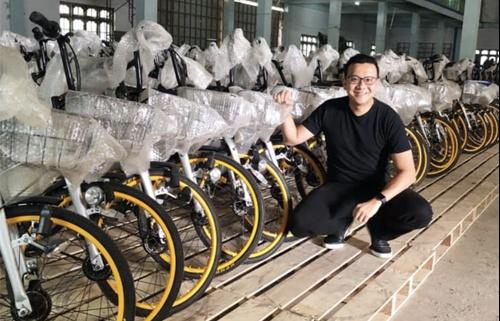 nguoi dan ong myanmar mua 10000 xe dap tang hoc sinh ngheo