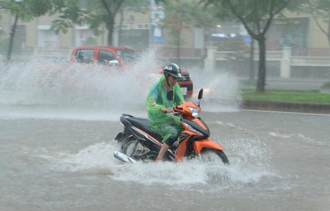Mưa lớn kéo dài nhiều ngày ở Bắc Bộ và Trung Bộ