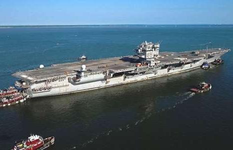 Lý do Mỹ tốn tới 1,5 tỷ USD để rã sắt vụn tàu sân bay hạt nhân