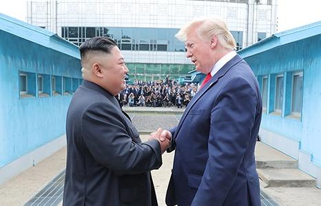 kim jong un phong quan ham hon 100 nha khoa hoc