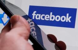 facebook twitter khoa tai khoan gia lien quan den bieu tinh hong kong