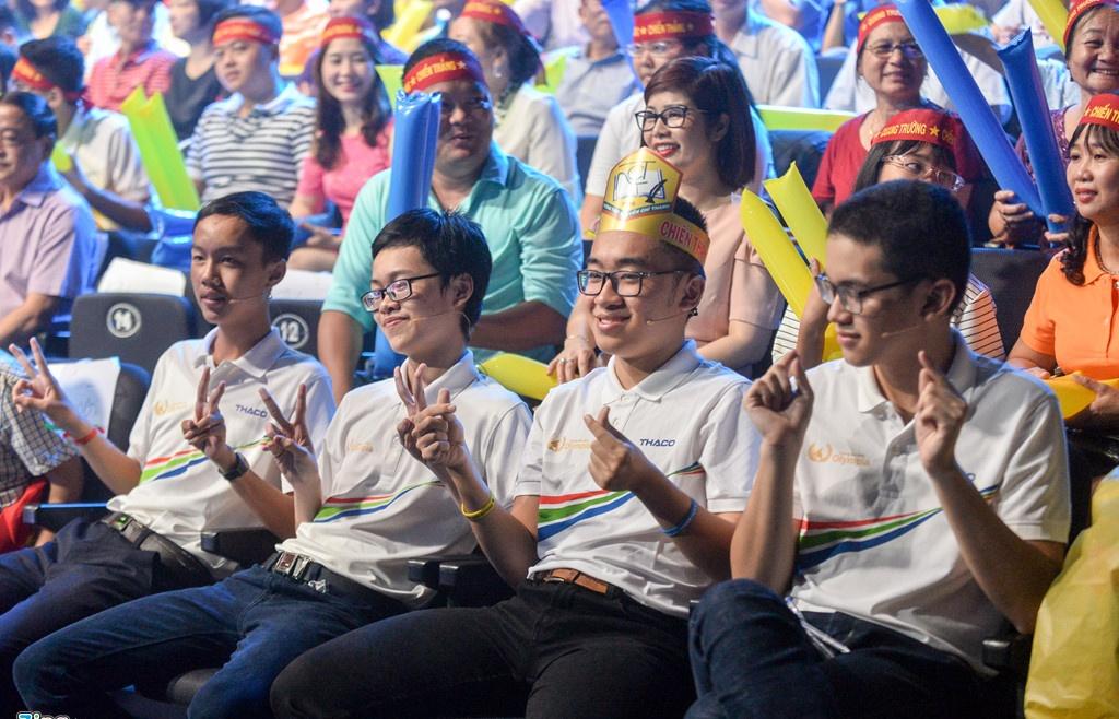 4 nam sinh xuat sac cua duong len dinh olympia deu chua co ban gai