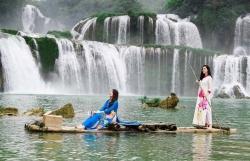 Á hậu Lệ Hằng, Hoàng My, Trương Thị May diện áo dài, khoe nhan sắc bên thác Bản Giốc