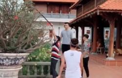 NSƯT Hoài Linh dọn dẹp, làm vườn chuẩn bị cho lễ giỗ Tổ nghề sân khấu