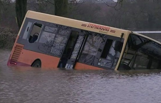xe bus bi lu cuon troi o maroc khien 14 nguoi thiet mang