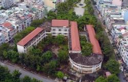 Rợn người cảnh hoang phế bên trong ngôi trường bạc tỷ bỏ hoang ở SG