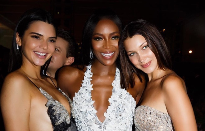 sieu mau naomi campbell to thai do coi thuong kendall jenner