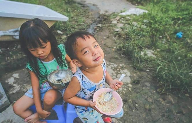 [ẢNH] Những đứa trẻ khắp Việt Nam: Nụ cười chị em Đại trên đất Thủ Thiêm