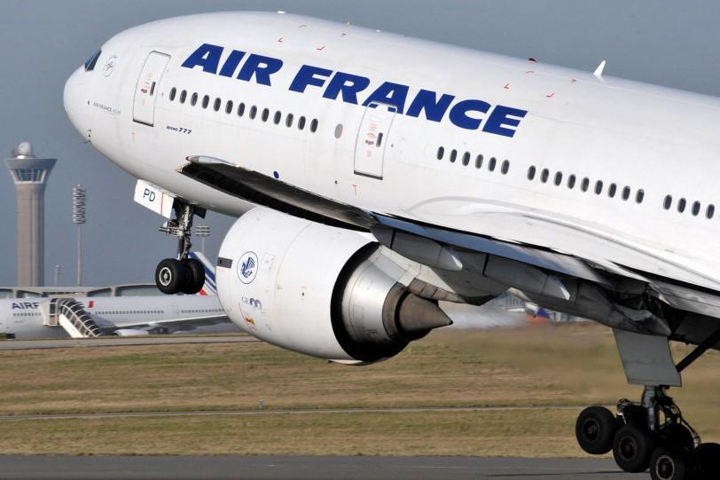 may bay air france cho 323 nguoi phai ha canh khan cap