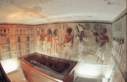 bi an ngoi mo hoang de ai cap tutankhamun
