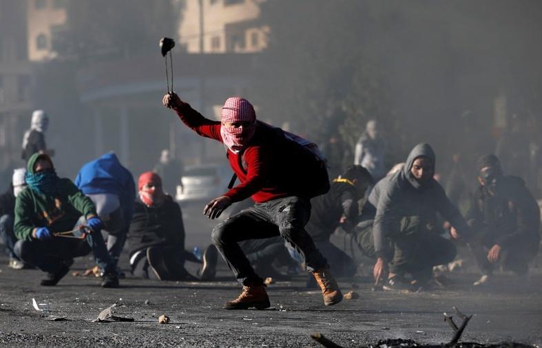 2 nguoi chet 700 nguoi bi thuong trong ngay cuong no dam mau o palestine