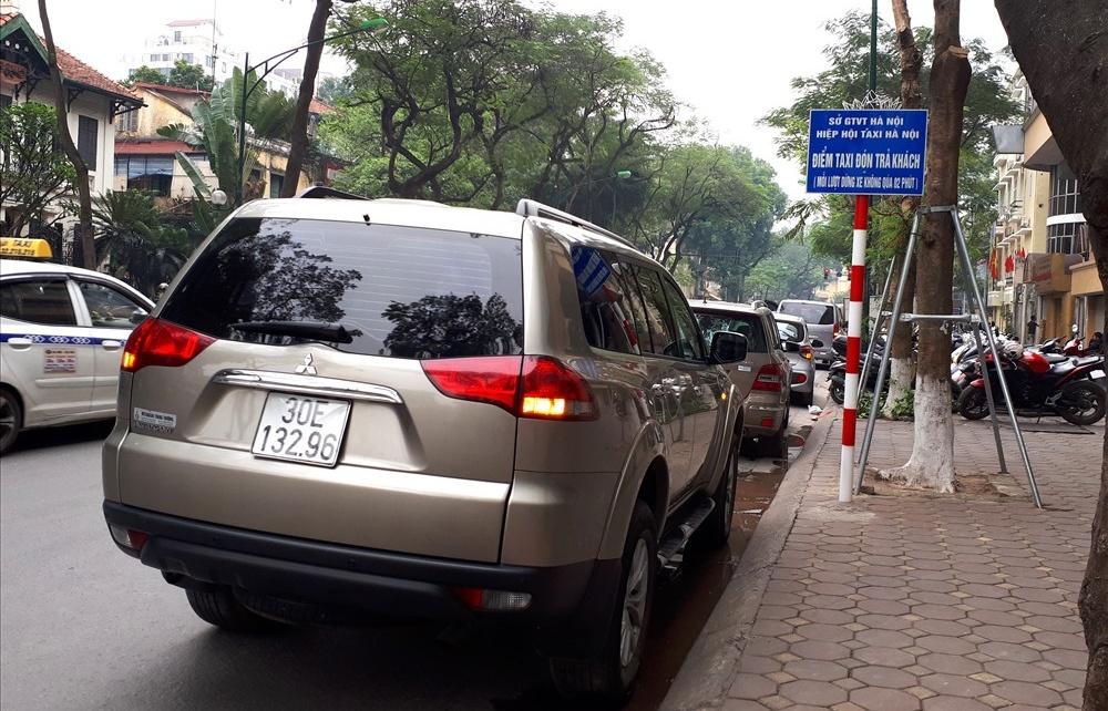 Thí điểm điểm dừng, đón, trả khách taxi: Nhiều người dân và tài xế chưa biết