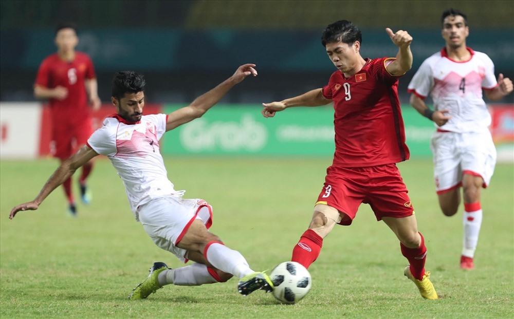 U23 Việt Nam đối đầu U23 Bahrain tại ASIAD 18. Ảnh: Đ.Đ
