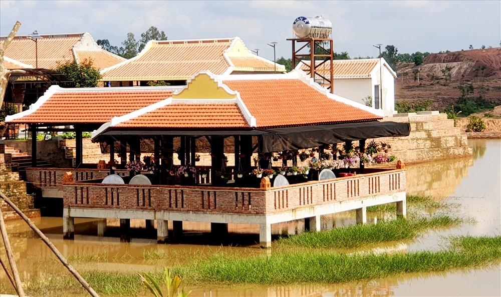Đại gia ở Quảng Nam phớt lờ đề nghị của lãnh đạo địa phương, ngang nhiên xây dựng biệt phủ trên đất trang trại. Ảnh: T.C