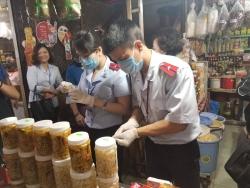 Cận Tết Nguyên đán, mạnh tay kiểm tra ngăn thực phẩm bẩn, không nguồn gốc
