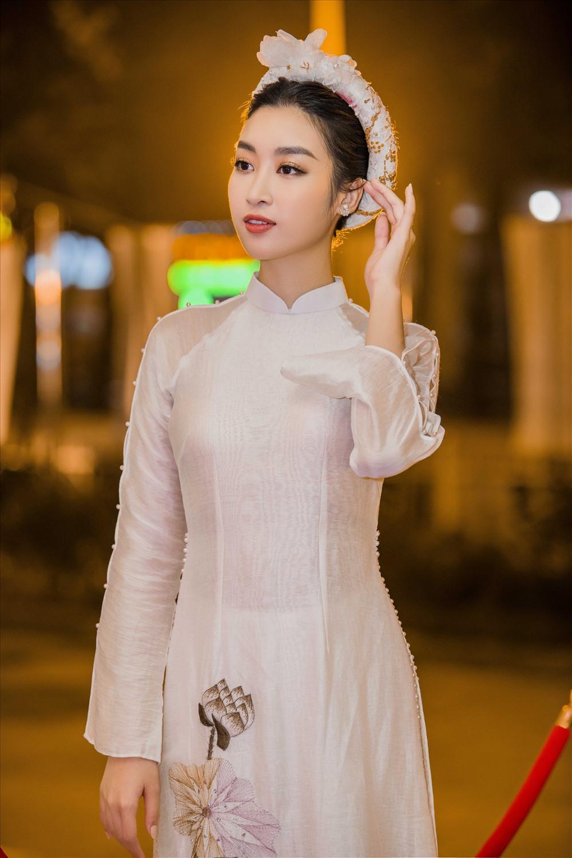 hoa hau do my linh dep tinh khoi voi ta ao dai truyen thong