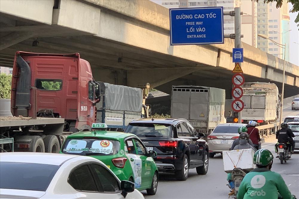 Nút giao đường trên cao từ BigC Thăng Long đến Pháp Vân (Hà Nội) luôn ách tắc vào các dịp lễ Tết. Ảnh: Hải Nguyễn
