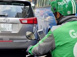 Tài xế xe công nghệ phải đối mặt với lệnh cấm sử dụng điện thoại ra sao?