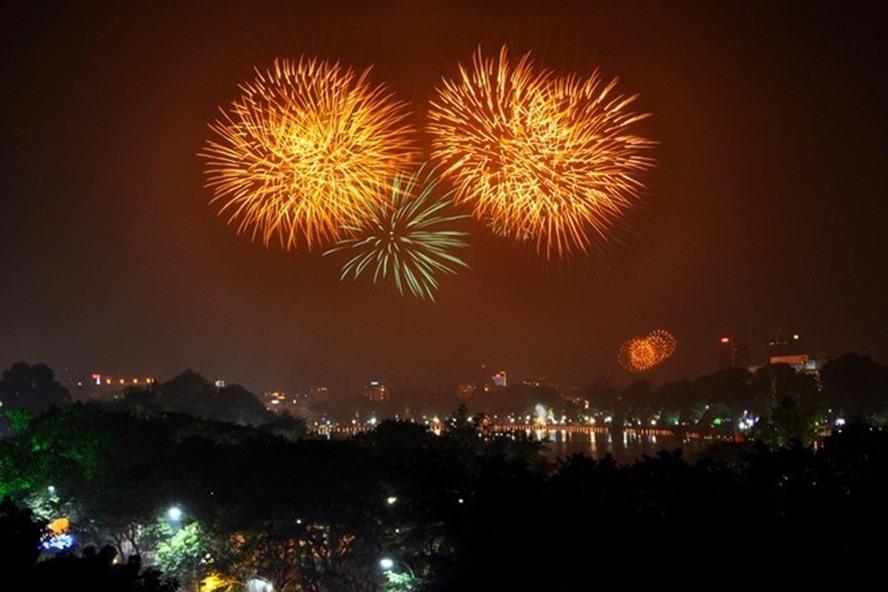 Hà Nội tổ chức 30 điểm bắn pháo hoa trong dịp Tết Nguyên đán Canh Tý 2020. Ảnh:LĐO.