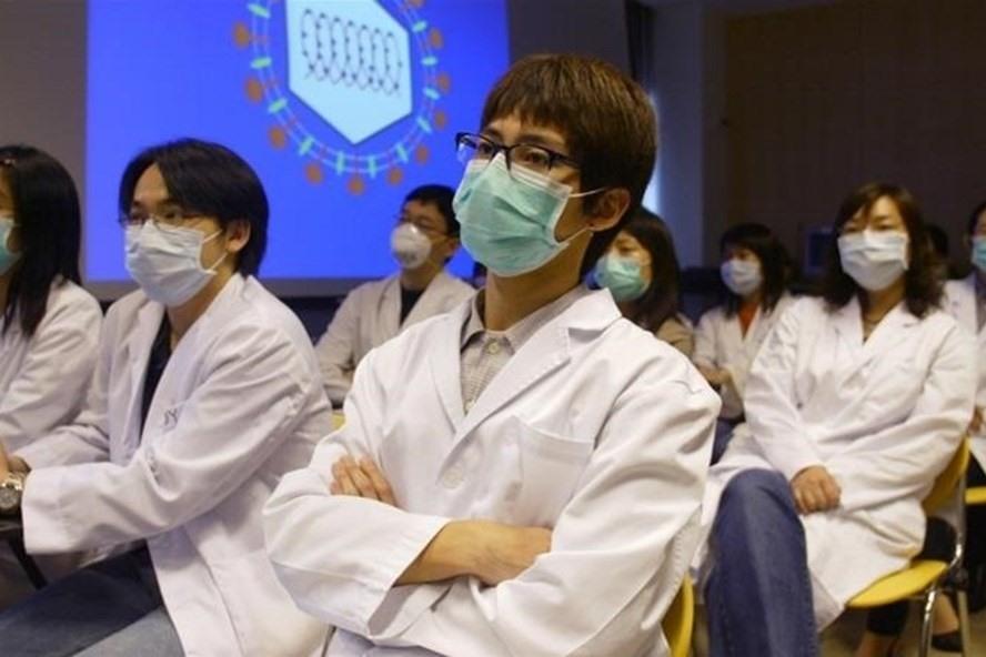 Trung Quốc cảnh báo trừng trị nghiêm khắc những ai che đậy dịch viêm phổi lạ. Ảnh: Reuters