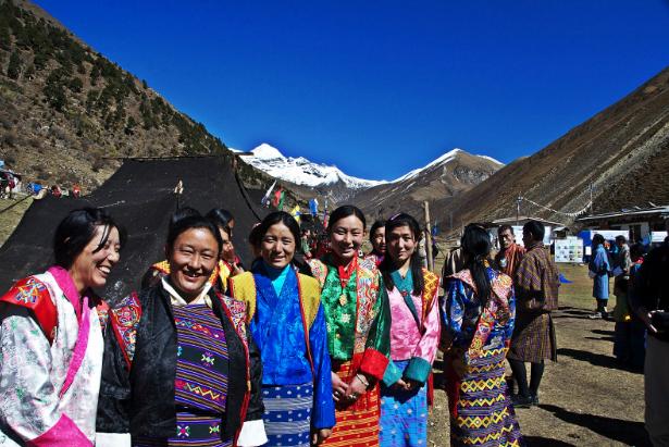 Những người phụ nữ Bhutan tham gia một lễ hội. Ảnh: ST.