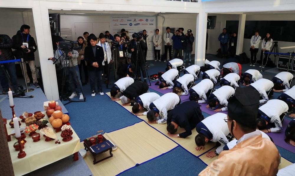 Hàn Quốc có nghi lễ cúng tổ tiên trong sáng đầu tiên của năm mới Seollal. Ảnh: AP.