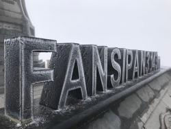 Băng giá bao phủ, Fansipan chìm trong tuyết trắng