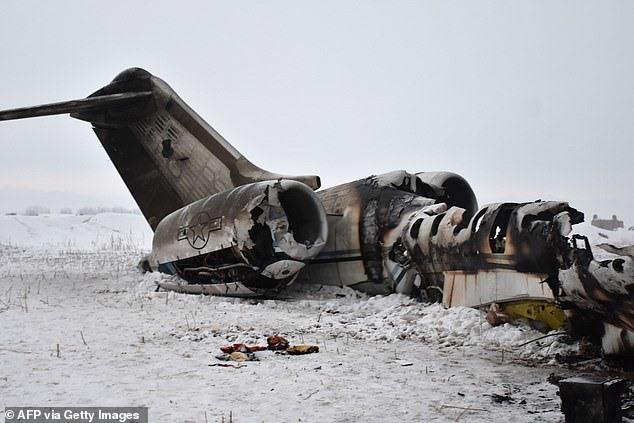 Hiện trường vụ máy bay liên lạc E-11A gặp nạn ở Afghanistan. Ảnh: AFP/Getty.