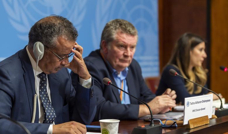 Tổng giám đốc WHO Tedros Adhanom Ghebreyesus (trái) trong cuộc họp báo về virus Corona ở Geneva ngày 29.1. Ảnh: AP