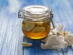 """Mật ong tỏi - """"thần dược"""" tự nhiên giúp tăng sức đề kháng, đẩy lùi virus"""
